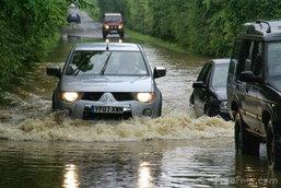 แต่งรถลุยน้ำท่วมชั่วคราว อะไรบ้างที่ต้องคำนึง