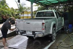 4 วิธี ล้าง'คราบแป้ง'ติดรถ หลังสงกรานต์ !!