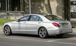 Mercedes-Benz S550e ใหม่ เตรียมติดตั้งระบบชาร์จไฟไร้สายให้เลือก