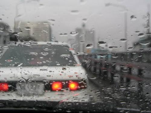 5 วิธีง่ายๆ ขับรถหน้าฝนให้ปลอดภัย