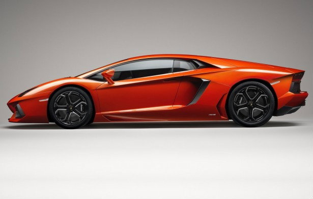 Lamborghini Aventador LP700-4 กระทิงเปลี่ยวลำใหม่ หัวใจ 12 สูบ