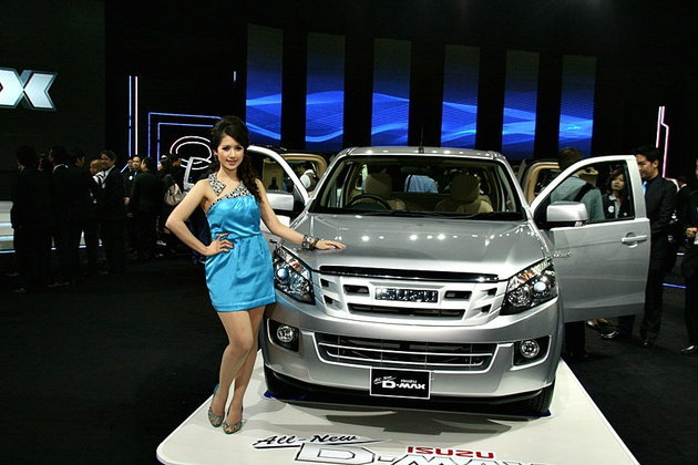 Isuzu เปิดตัว Isuzu Dmax 2012 ใหม่ เปรยเคาะราคา 465,000 บาท
