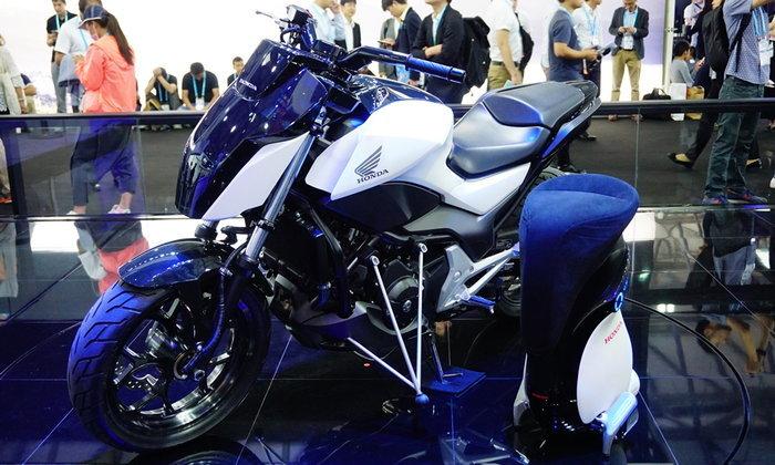 Honda Riding Assist และ UNI-CUB β ใหม่ล่าสุด เผยโฉมที่งาน CES ASIA 2017