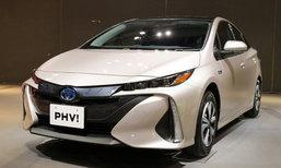 Toyota PRIUS PHV ใหม่ มาพร้อมระบบชาร์จด้วยแสงอาทิตย์ในทุกรุ่นย่อย