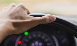 5 พฤติกรรมอันตรายขณะขับรถเร็วที่คุณเผลอทำโดยไม่รู้ตัว