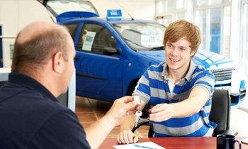 เทคนิคการเลือกของแถมจากเซลส์ขายรถ