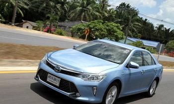 รีวิว Toyota Camry Hybrid ไมเนอร์เชนจ์ใหม่ 'หรู' และ 'ล้ำ' ยิ่งกว่าเดิม