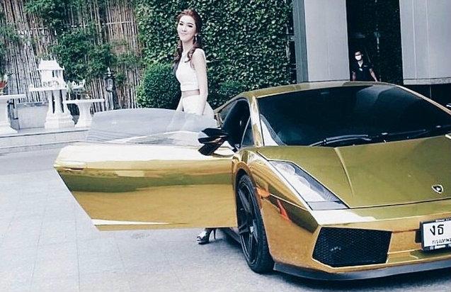 ส่องรถ 'แลมโบกีนี่' สาวไฮโซ 'ม่านฟ้า' มูลค่าร่วม 20 ล้านบาท