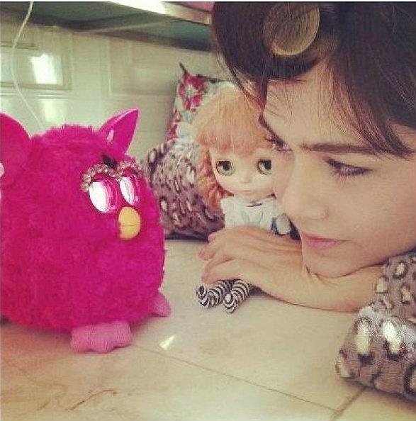 ตุ๊กตาเฟอร์บี้  (Furby) ดาราฮิตกันเพียบ