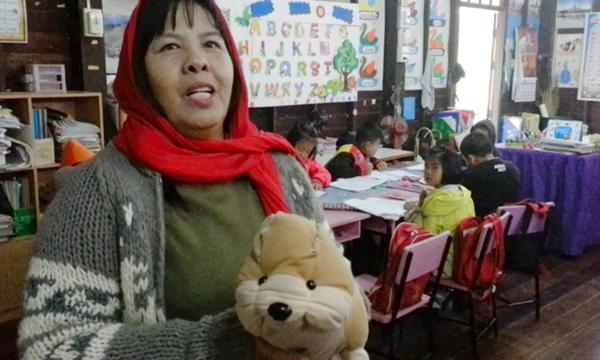 ไอเดียเจ๋ง! ครูสุโขทัยสอนเด็กป.1อ่านหนังสือให้ตุ๊กตาฟัง 'ฝึกรักการอ่าน-จิตใจอ่อนโยน'