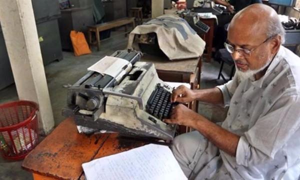 จุดจบยุคเครื่องพิมพ์ดีด! เมื่ออินเดียปรับเปลี่ยนประเทศเข้าสู่โลกดิจิทัล