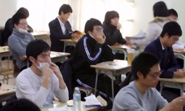 หนุ่มสาวชาวเกาหลีใต้กับชีวิตที่ไม่ใช่ K-pop ต้องอ่านหนังสือวันละ 15 ชั่วโมงเพื่อสอบเข้าทำงาน