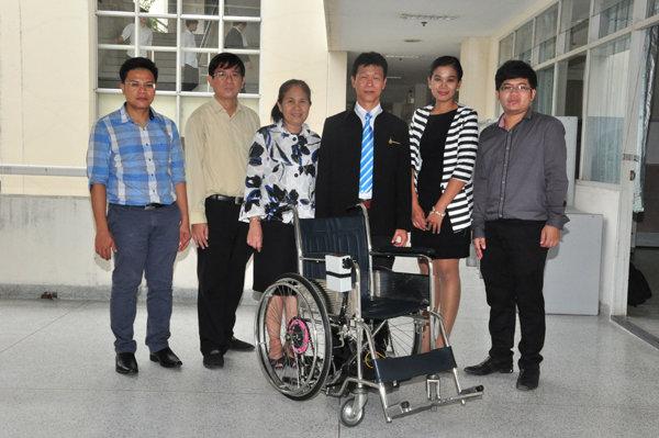 มทร.ธัญบุรี สร้างระบบควบคุมรถวีลแชร์เพื่อผู้พิการ