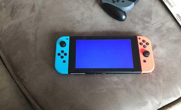 พบอาการชำรุดเครื่อง Nintendo Switch จอฟ้า จอส้ม จอกะพริบ