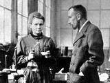 มารี กูรี (Maria Sklodowska-Curie) และ ปิแอร์ กูรี (Pierre Curie)