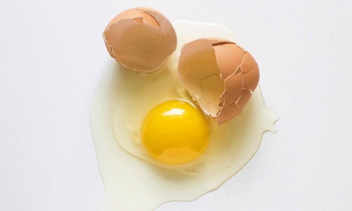 ไข่ดิบ มีประโยชน์ หรือให้โทษต่อร่างกายกันแน่?