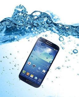 ลองมั้ย ! จับ Galaxy S4 แช่น้ำ