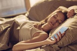ผลวิจัยเผย นอนดึก ตื่นสาย ชอบกดปุ่ม Snooze นาฬิกาปลุกตอนเช้ามีแนวโน้มเป็นอัจฉริยะสูง