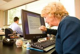 รวมภาพน่ารักของคนแก่กับเหล่า เทคโนโลยี ที่ดูกี่ครั้งก็ยิ้มได้ทุกครั้ง