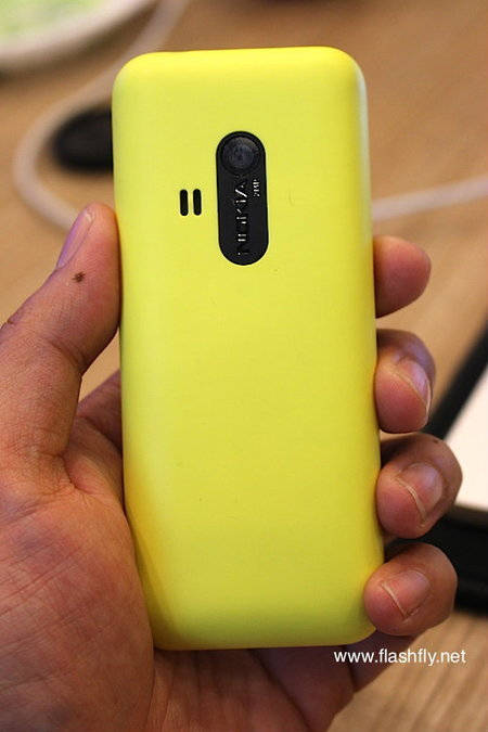Nokia-220-Flashfly-02