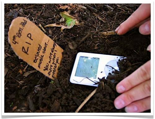 Apple ช็อคโลกดนตรี เริ่มนับถอยหลังปลดระวาง iPod เร็วๆนี้!