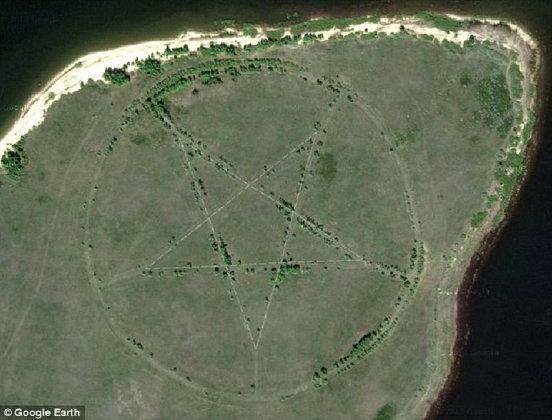 """อึ้ง กูเกิล เอิร์ธ เจอสัญลักษณ์""""ซาตาน""""เหนือพื้นที่คาซักสถาน สังคมเน็ทรุม""""ถกเถียง""""(ชมภาพ)"""