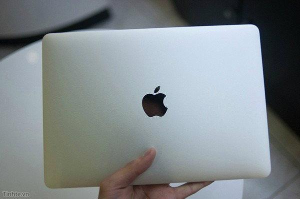 พาไปชมภาพการแกะกล่อง MacBook ตัวใหม่ก่อนวางขายจริง