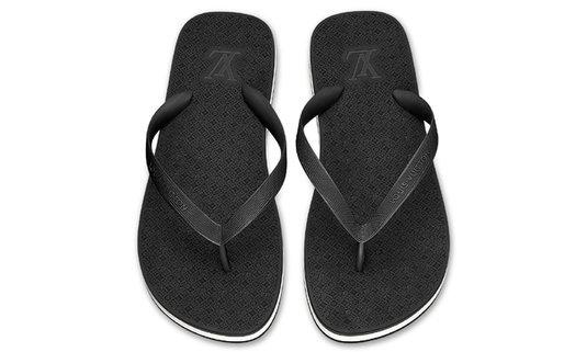 สวยจนต้องซูม รองเท้าแตะคีบ Louis Vuitton ราคา 16,700 บาท