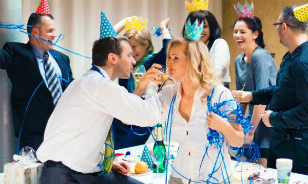 6 คำแนะนำให้คุณร่วมงานเลี้ยงปีใหม่ที่ออฟฟิศ แบบไร้ข้อผิดพลาด
