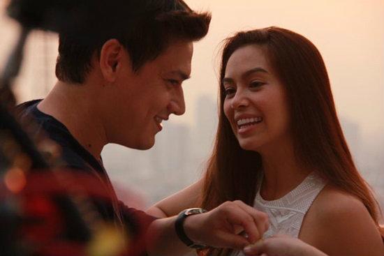 """วิจารณ์หนัง LOVESUCKS กำกับหนังเรื่องแรกของ """"โดนัท"""" กับแผลอักเสบ"""