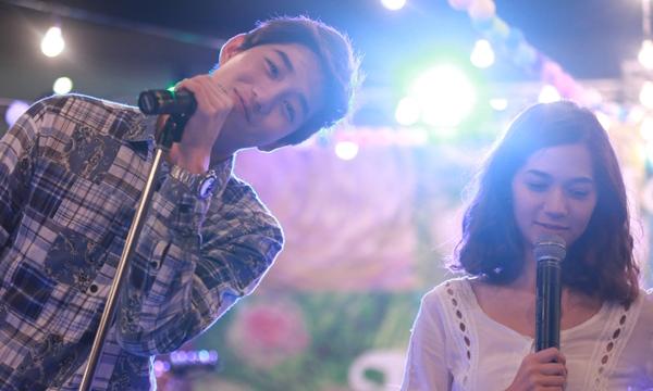 ต่อ-วี โชว์หวานร้องเพลงคู่ 2 เก้า เห็นภาพบาดตา O-Negative