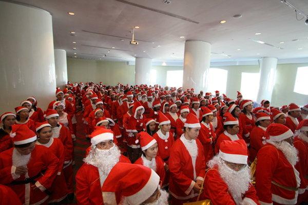 """ใบหยกสกายจัดงาน """"SANTA FESTIVAL"""" การรวมตัวของ Santa Claus มากที่สุดในประเทศไทย"""