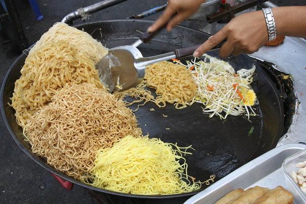"""รวม """"Street food"""" ของไทยที่ชาวต่างชาติ..ชอบม๊ากก!!"""