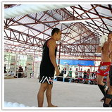 ชมการสาธิตมวยไทยที่สนามมวย Dragon Gym