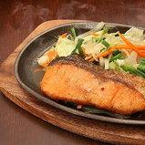 ปลาแซลมอนกับเนย เทปันยากิ