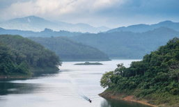 ล่องเรือ 'ทะเลสาบฮาลาบาลา' ชมความงามแผ่นดินไทยปลายด้ามขวาน