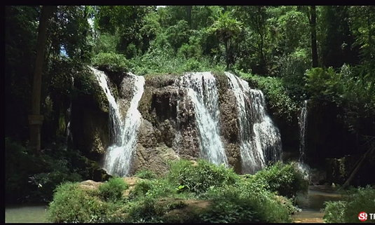 'น้ำตกธารสวรรค์' สีเขียวมรกต งดงามชุ่มฉ่ำรับหน้าฝน  จ.พะเยา