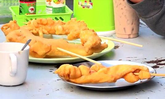 เซลฟี่ก่อนกิน ปาท่องโก๋มังกร-สารพัดสัตว์ ลูกค้าแน่นคิวยาวทุกวัน