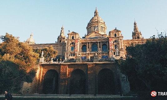 """สวัสดี """"บาร์เซโลน่า"""" เมืองที่ถูกสะกดไว้ด้วยมนต์ของ """"อันโตนิโอ เกาดี้"""" สถาปนิกและศิลปินผู้ยิ่งใหญ่"""