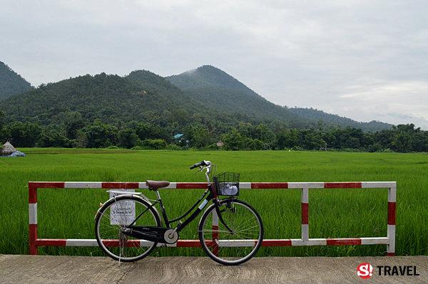 ขี่จักรยาน..หน้าฝน..กลางทุ่งนา หลงเสน่ห์