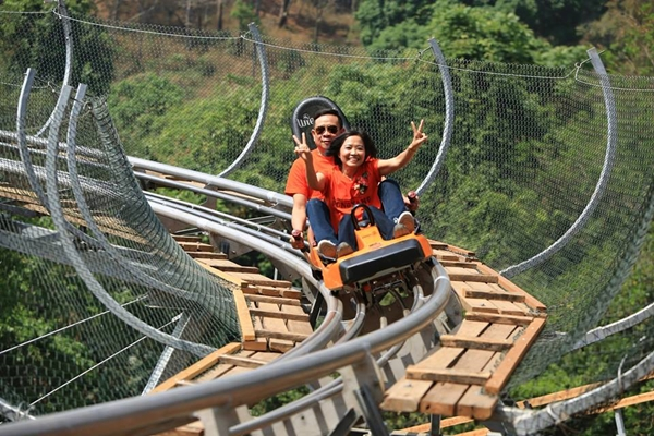 อย่างเจ๋ง! 'จังเกิ้ล คอสเตอร์' (Jungle Coaster) รถไฟรางไม้แห่งแรกในไทย จ.เชียงใหม่