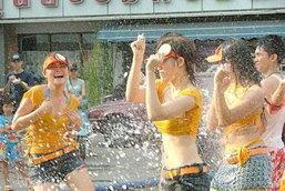 สาวๆ ทั้งหลาย เตรียมพร้อมอย่างไรก่อนเล่นน้ำสงกรานต์