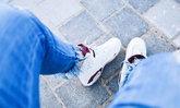 รองเท้าผ้าใบสีขาว ดูแลอย่างไรให้ขาวสะอาดและใช้งานได้ยาวนาน