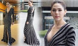 สวยหรูดูแพง! ชมพู่ อารยา ในชุดราตรีขึ้นรับรางวัล ที่เกาหลีใต้