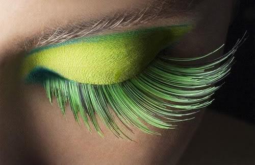 เปลี่ยนลุคเป็นสาวเปรี้ยว ด้วยการแต่งตาสีเขียวเฉี่ยวโฉบ