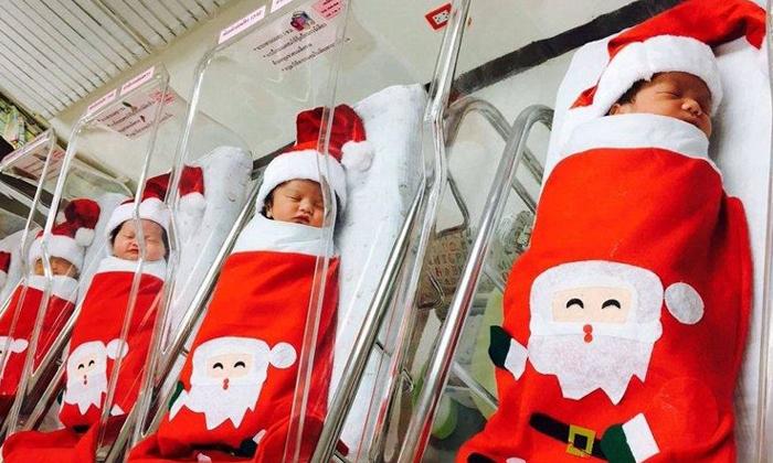 แจกความสดใส! ทารกแรกเกิดในชุดซานตาคลอสน้อย น่ารักมากๆ