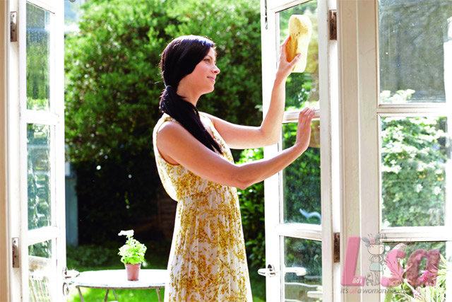 เคล็ดลับกระจกสะอาดใสทั้งใน นอกกระจกหน้าต่าง