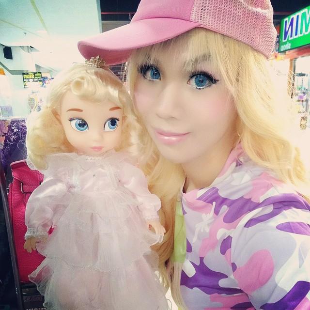 โดนล้อ จนได้ดี สาวประเภทสอง เปลี่ยนตัวเองให้สวยราวตุ๊กตาบาร์บี้