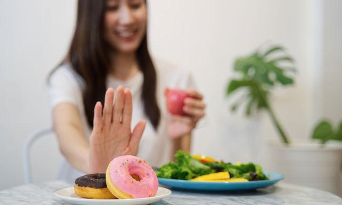 อาหารที่คุณแม่หลังคลอด ควรทานและหลีกเลี่ยง