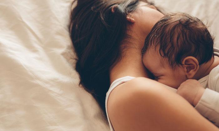 ท่านอนหลังผ่าคลอด คนท้องหลังคลอดควรนอนท่าไหนสบายที่สุด ไม่เจ็บแผล